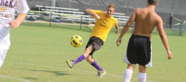 Kicking+into+gear%2C+Boys+soccer+has+hopes+for+this+season