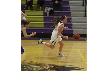 Kelsey+Tepen+%2812%29+races+past+Parkway+South+defense%2C+ready+to+set+a+play+in+motion.+