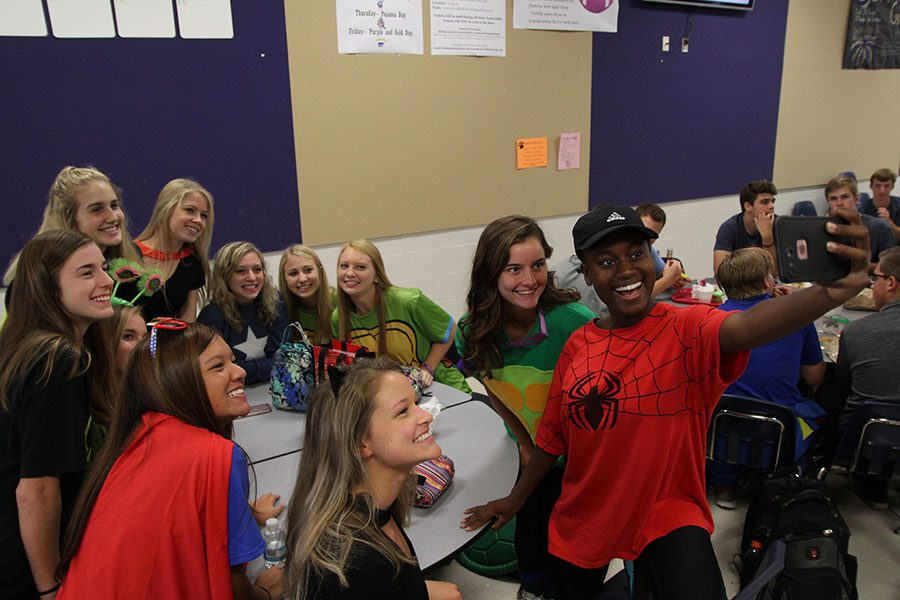 Capturing the spirit, Rachel Altice (12), Lauren Osias (12), Grace Floyd (12), Maddie Hibbard (12), Kaitlyn Luft (12), Elle Baker (12), Stephanie Lubinski (12), Kathryn Creason (12), Claudia Treis (12), Sabrina Jung (12) and Venie Holdegraver (12) take a selfie during lunch, Oct. 4.