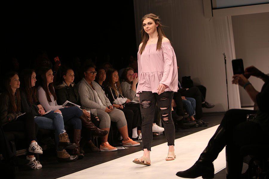 12_1 SE Lindenwood fashion show 1 HUB