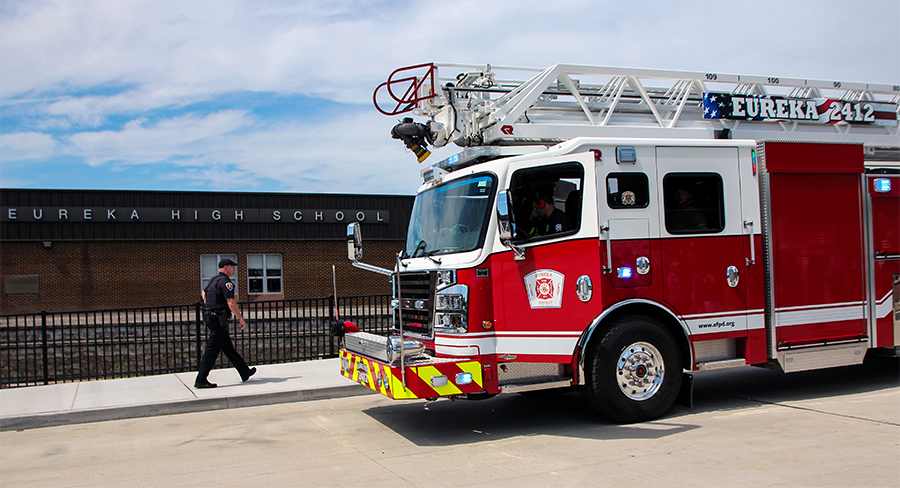 A firetruck pulls up alongside Eureka High School after the fire alarm sounded off during Flex time, Aug. 29.